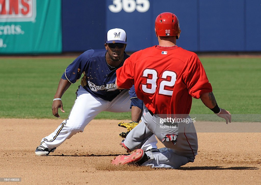 Rickie Weeks #23 of the Milwaukee Brewers gets ready to tag out Josh Hamilton #32 of the Los Angeles Angels at Maryvale Baseball Park on March 19, 2013 in Maryvale, Arizona.