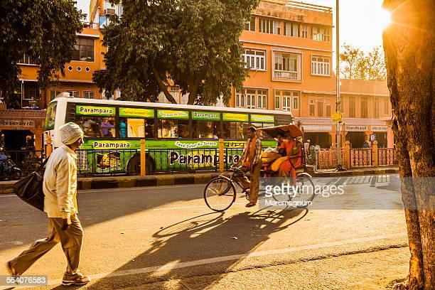 A rickshaw and a bus in Chandpol Bazaar