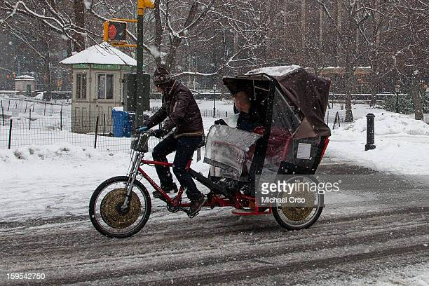 CONTENT] Rickshaw in Central Park on a snowy day