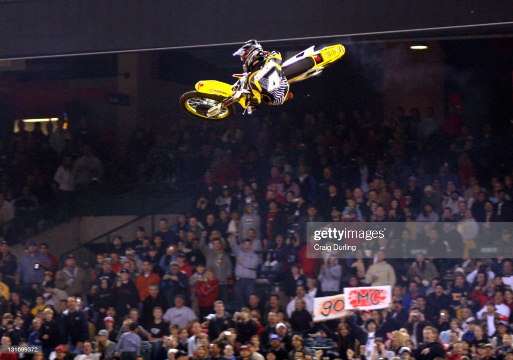 Ricky Carmichael made history by giving Suzuki it's fourth consecutive Supercross victory Riders participating in Round 5 of the THQ/AMA Supercross...