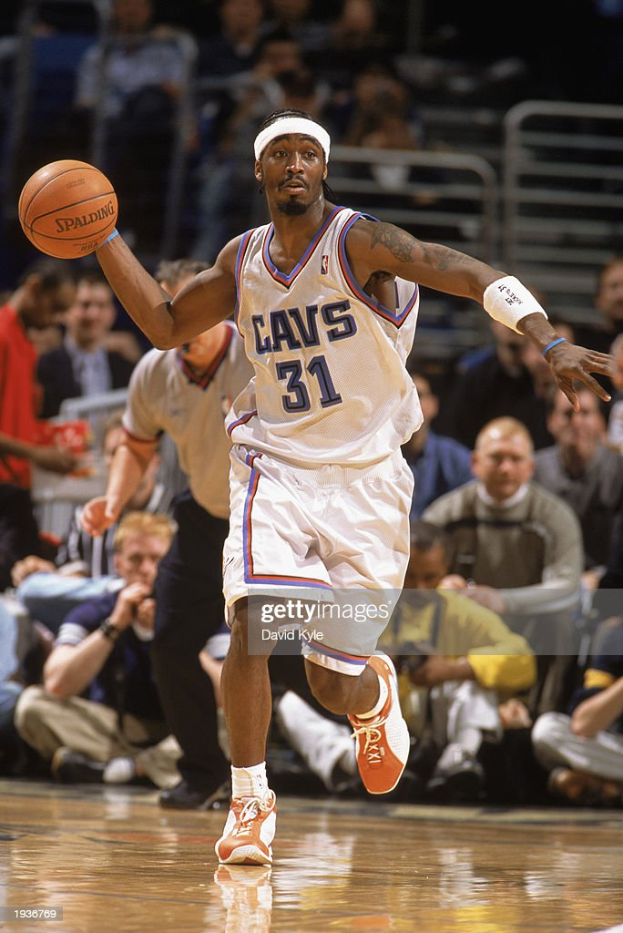 Ricky Davis #31 of the Cleveland Cavaliers goes to make the pass during the game against the Washington Wizards at Gund Arena on April 8, 2003 in Cleveland, Ohio. The Wizards defeated the Cavaliers 100-91.