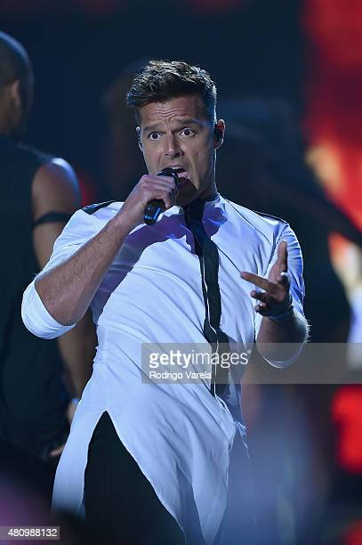 Ricky Martin performs onstage at Univision's Premios Juventud 2015 at Bank United Center on July 16 2015 in Miami Florida