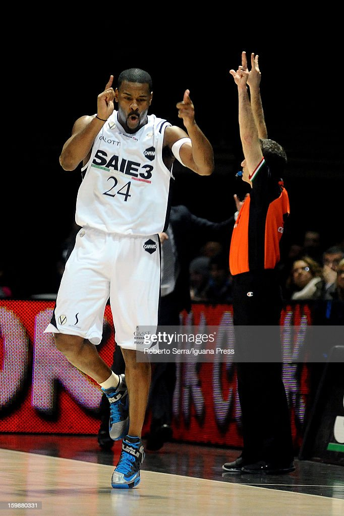 <a gi-track='captionPersonalityLinkClicked' href=/galleries/search?phrase=Ricky+Minard&family=editorial&specificpeople=228899 ng-click='$event.stopPropagation()'>Ricky Minard</a> of SAIE3 celebrates during the LegaBasket Serie A match between Virtus SAIE3 Bologna and Vanoli Cremona at Futurshow Station on January 20, 2013 in Bologna, Italy.