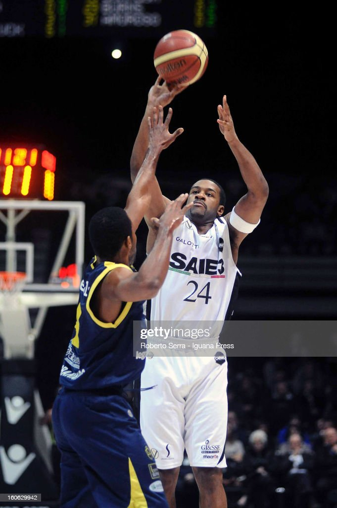 Ricky Minard of SAIE3 competes with Kyle Johnson of Sutor during the LegaBasket Serie A match between Virtus Bologna SAIE3 and Sutor Montegranaro at Unipol Arena on February 3, 2013 in Bologna, Italy.