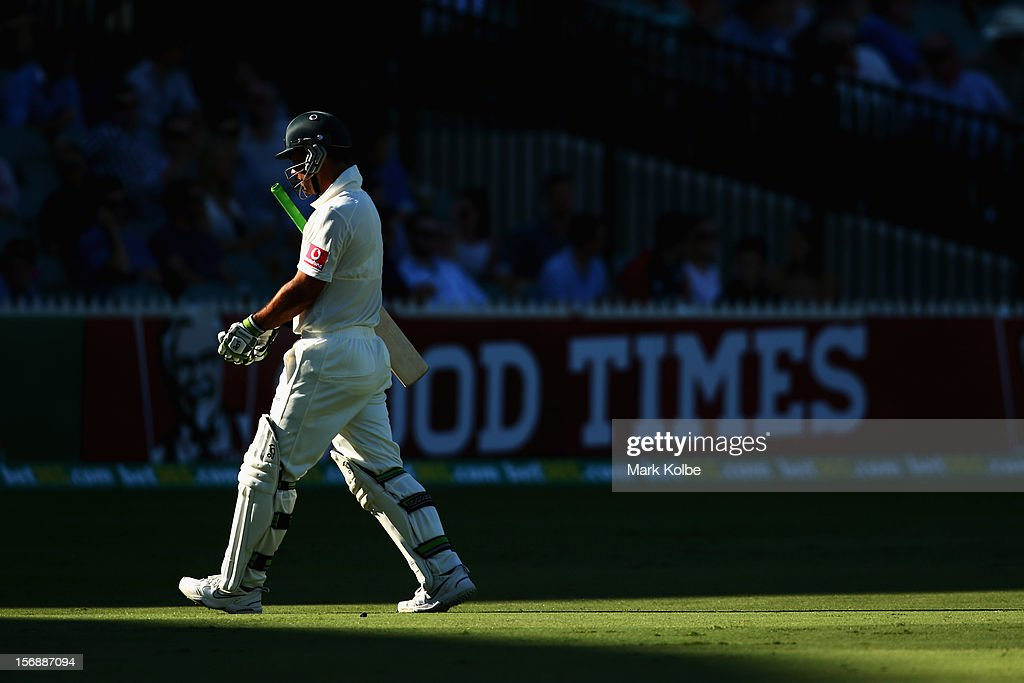 <a gi-track='captionPersonalityLinkClicked' href=/galleries/search?phrase=Ricky+Ponting&family=editorial&specificpeople=176564 ng-click='$event.stopPropagation()'>Ricky Ponting</a> of Australia leaves the field after being bowled by Dale Steyn of South Africa during day three of the Second Test Match between Australia and South Africa at Adelaide Oval on November 24, 2012 in Adelaide, Australia.