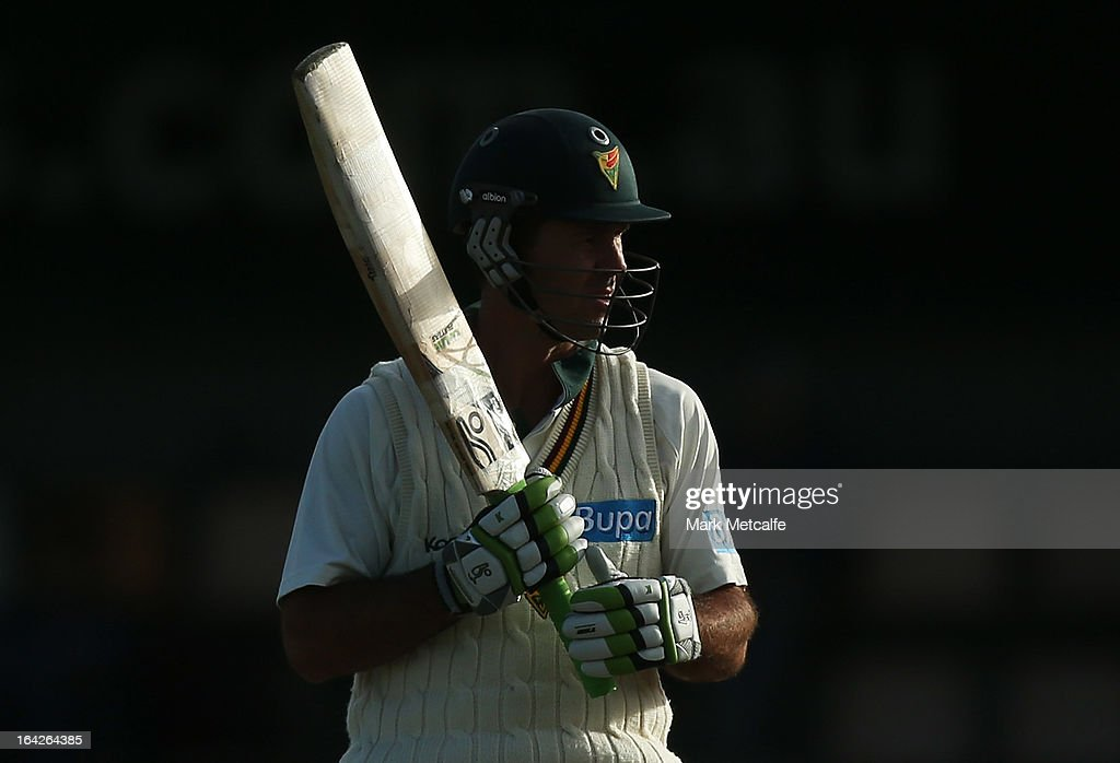 <a gi-track='captionPersonalityLinkClicked' href=/galleries/search?phrase=Ricky+Ponting&family=editorial&specificpeople=176564 ng-click='$event.stopPropagation()'>Ricky Ponting</a> of the Tigers bats during day one of the Sheffield Shield final between the Tasmania Tigers and the Queensland Bulls at Blundstone Arena on March 22, 2013 in Hobart, Australia.
