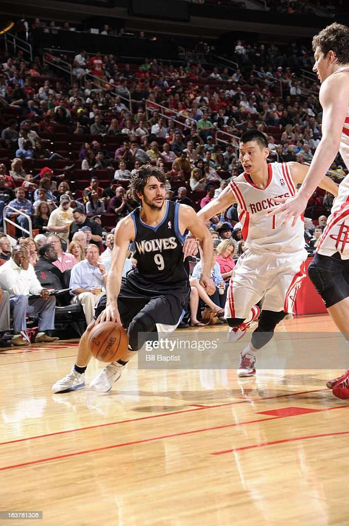 Ricky Rubio #9 of the Minnesota Timberwolves drives to the basket against Jeremy Lin #7 of the Houston Rockets on March 15, 2013 at the Toyota Center in Houston, Texas.