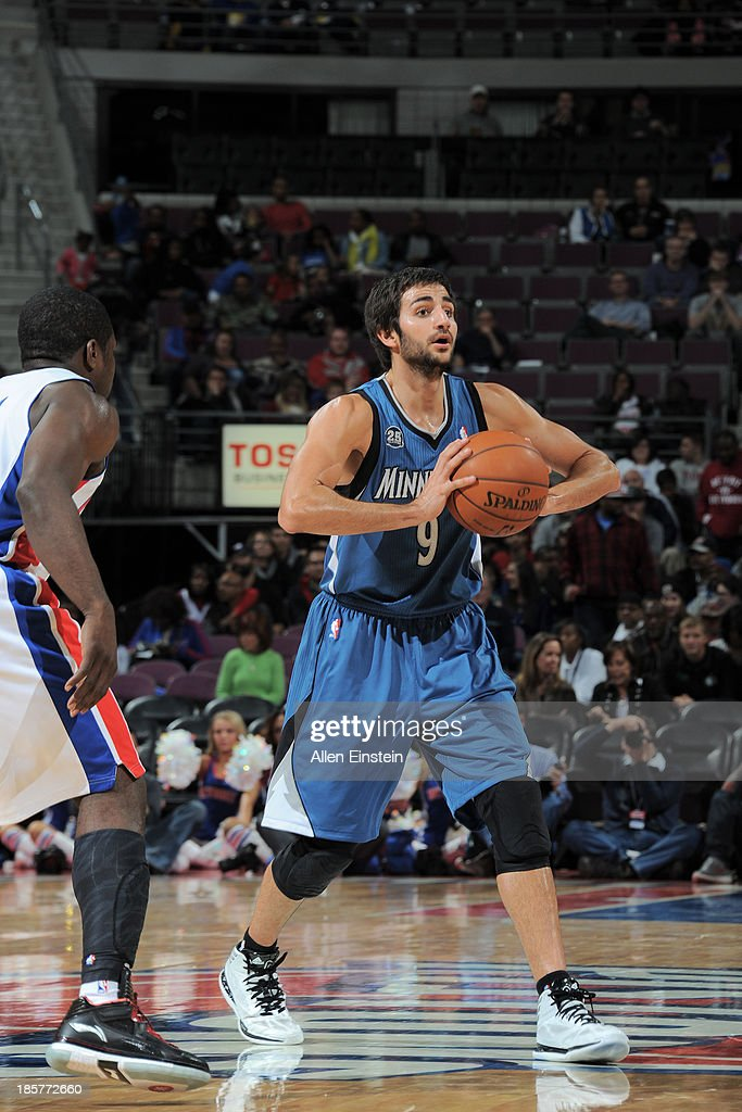 <a gi-track='captionPersonalityLinkClicked' href=/galleries/search?phrase=Ricky+Rubio&family=editorial&specificpeople=4028920 ng-click='$event.stopPropagation()'>Ricky Rubio</a> #9 of the Minnesota Timberwolves passes to the open man against the Detroit Pistons during the game on October 24, 2013 at The Palace of Auburn Hills in Auburn Hills, Michigan.