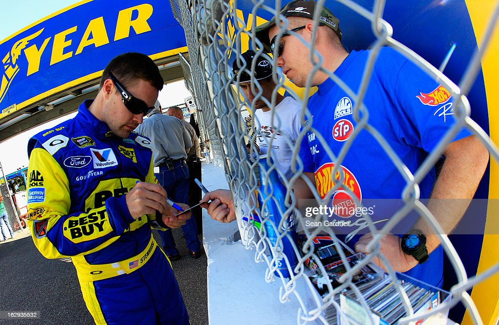 Ricky Stenhouse Jr., driver of the #17 Best Buy Ford, signs autographs during qualifying for the NASCAR Sprint Cup Series Subway Fresh Fit 500 at Phoenix International Raceway on March 1, 2013 in Avondale, Arizona.