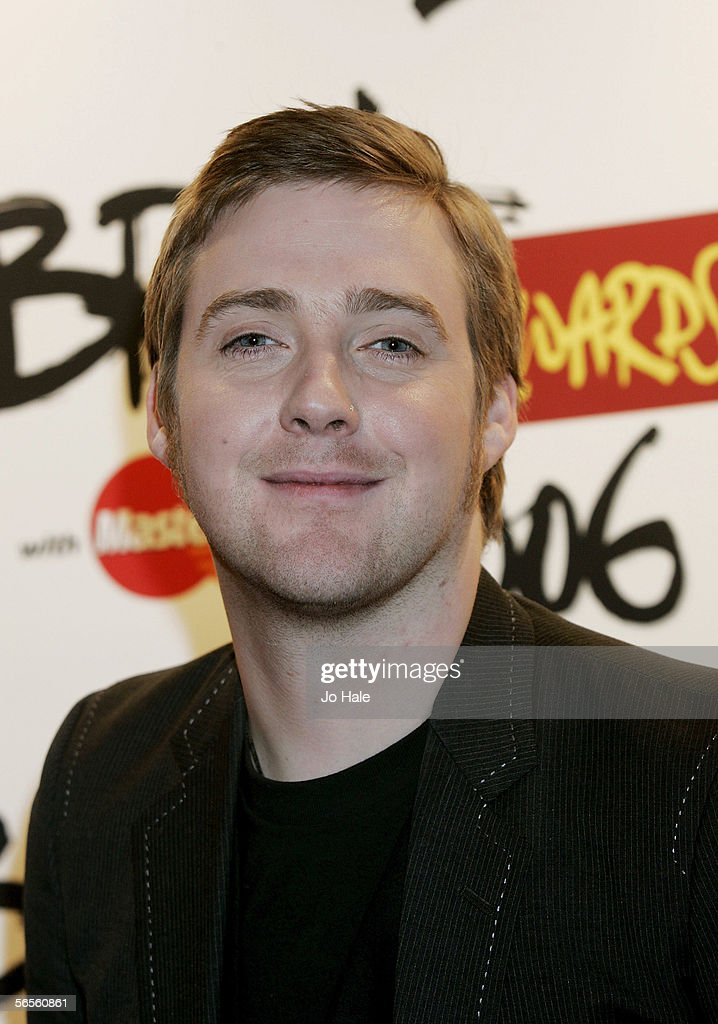 Ricky Wilson of the Kaiser Chiefs pose backstage at the shortlist announcement for The Brit Awards 2006 with Mastercard which take place on February...