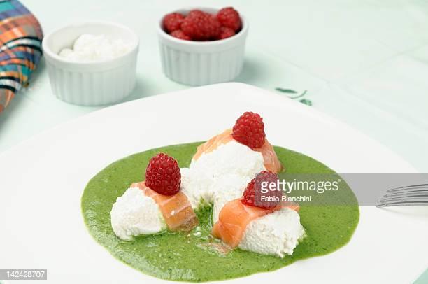 Ricotta dumplings with salmon and cream herbal