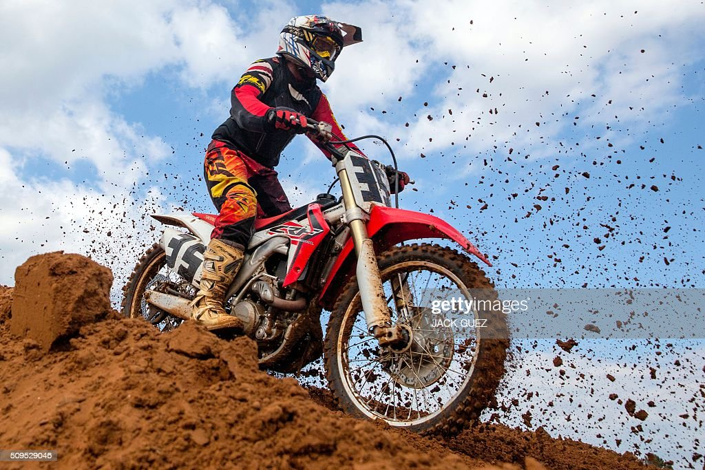 A rider takes part in a race as part of the inauguration of the MX Wingate Motocross track near the Israeli city of Netanya on February 11, 2016. / AFP / JACK GUEZ