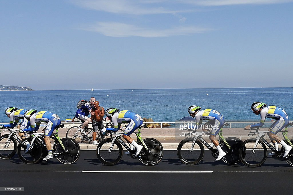 Riders of Orica Greenedge team compete during the 25 km team time-trial and fourth stage of the 100th edition of the Tour de France cycling race on July 2, 2013 around Nice, southeastern France. AFP PHOTO / JEFF PACHOUD