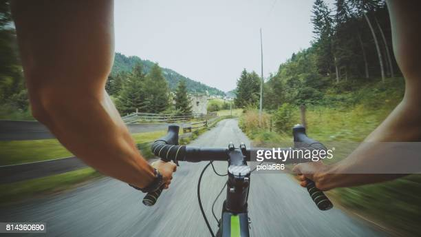 POV Reiten: Road Rennrad auf einem Bergpass