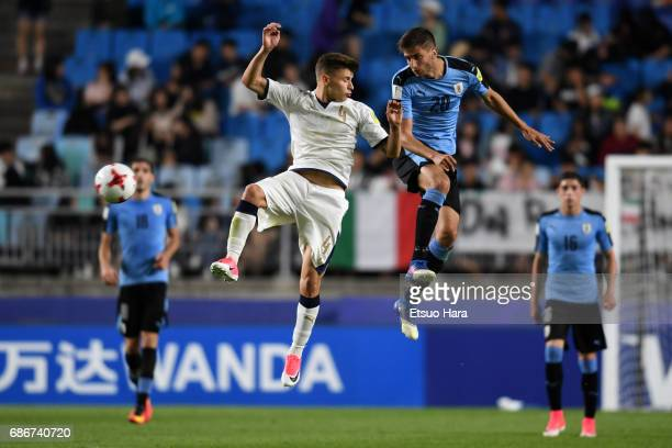 Ridrigo Bentancur of Uruguay and Nicolo Barella of Italy compete for the ball during the FIFA U20 World Cup Korea Republic 2017 group D match between...