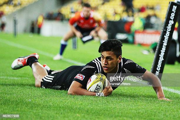 Rieko Ioane of New Zealand dives over to score a try during the match between England and New Zealand in the 2015 Wellington Sevens at Westpac...