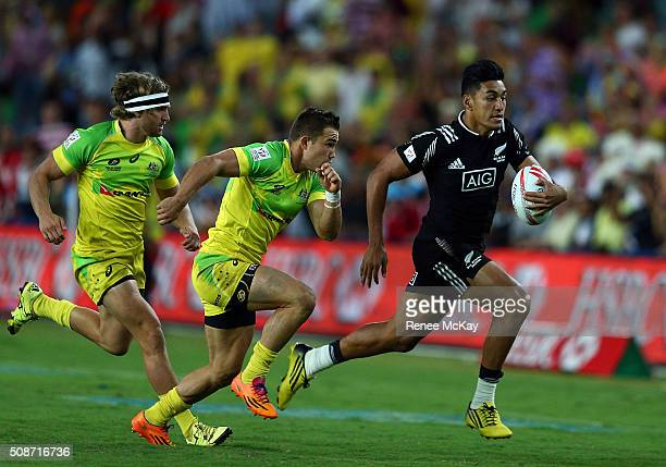 Rieko Ioane of New Zealand races away for a try during the 20146 Sydney Sevens match between Australia and New Zealand at Allianz Stadium on February...
