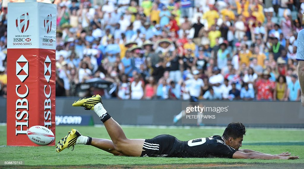 Rieko Ioane of New Zealand scores a try against Australia in the Cup final in the Sydney Sevens rugby union tournament in Sydney on February 7, 2016. AFP PHOTO / Peter PARKS -- IMAGE RESTRICTED TO EDITORIAL USE - NO COMMERCIAL USE / AFP / PETER PARKS