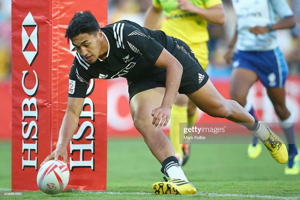 Rieko Ioane of New Zealand scores a try during the 2016 Sydney Sevens cup final match between Australia and New Zealand at Allianz Stadium on February 7, 2016 in Sydney, Australia.
