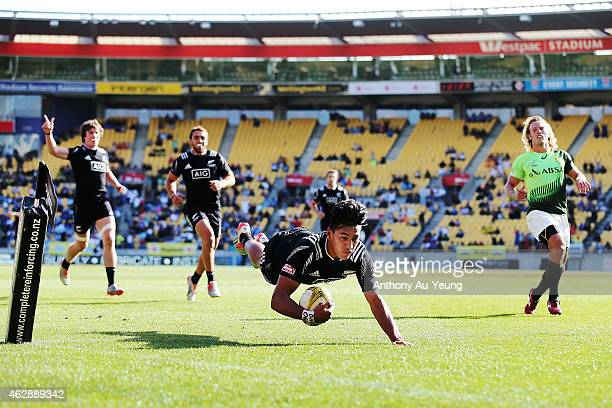 Rieko Ioane of New Zealand scores a try during the cup semi final match between New Zealand and South Africa in the 2015 Wellington Sevens at Westpac...