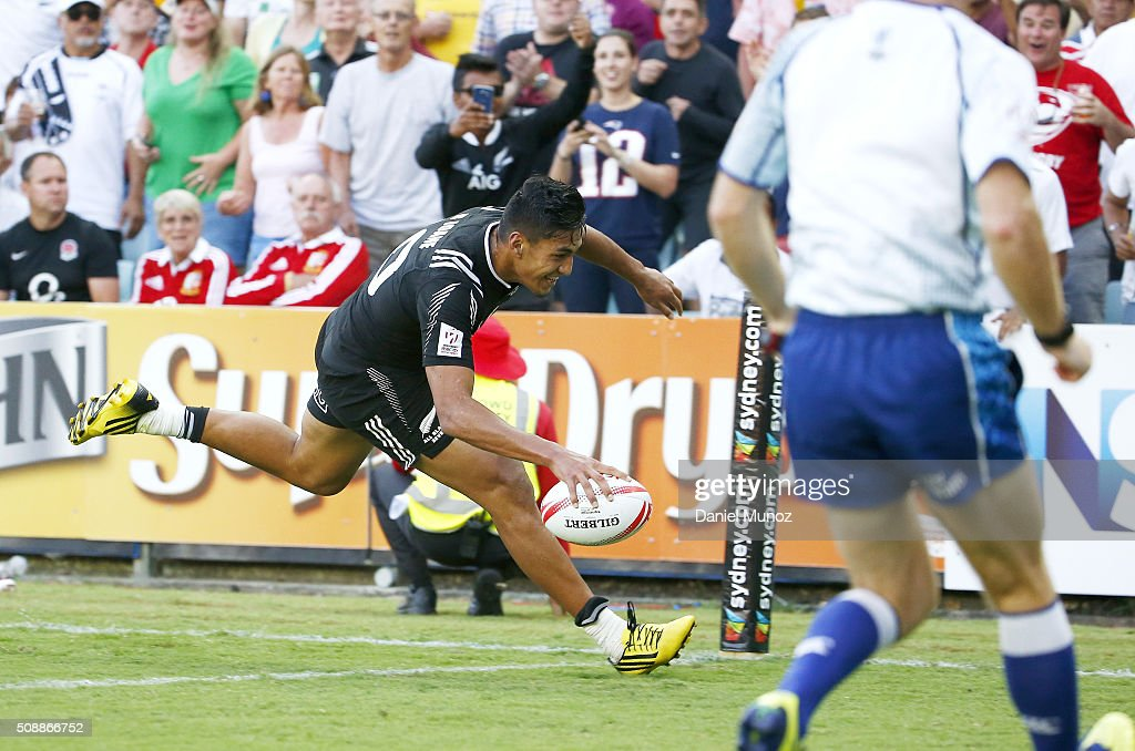 Rieko Ioane of New Zealand scores the final try to win the 2016 Sydney Sevens final match between Australia and New Zealand at Allianz Stadium on February 7, 2016 in Sydney, Australia.