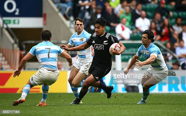 Rieko Loane of New Zealand attacks the Argentina defence during the pool round match between Argentina and New Zealand during the HSBC London Sevens...