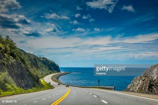 Direkt an den St. Lorenz Strom, einen Blick auf schöne Quebec Route 132, in der Nähe von GAP-au Renard (La Martre) in Haute-Gaspésie, befindet sich im östlichen Teil der kanadischen Provinz.