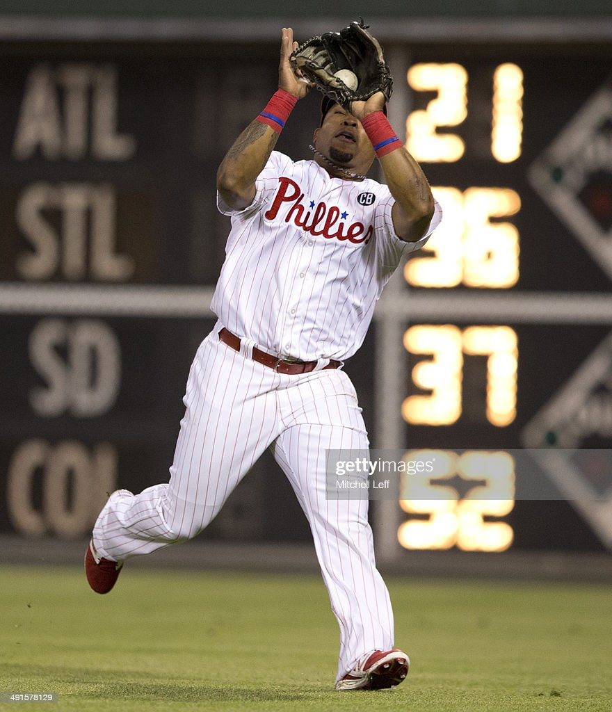 Right fielder <a gi-track='captionPersonalityLinkClicked' href=/galleries/search?phrase=Marlon+Byrd&family=editorial&specificpeople=217377 ng-click='$event.stopPropagation()'>Marlon Byrd</a> #3 of the Philadelphia Phillies catches a fly ball in the top fourth inning against the Cincinnati Reds on May 16, 2014 at Citizens Bank Park in Philadelphia, Pennsylvania.
