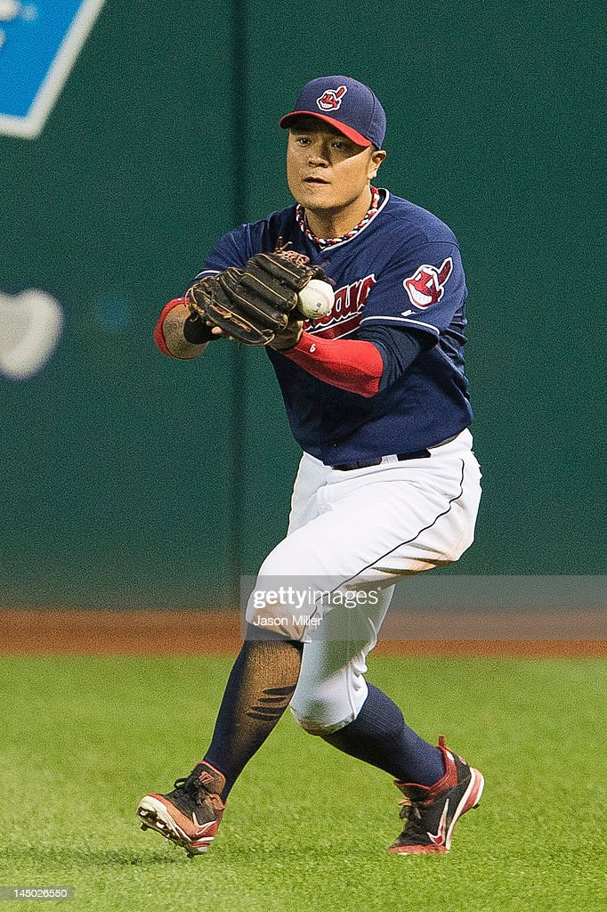 Right fielder <a gi-track='captionPersonalityLinkClicked' href=/galleries/search?phrase=Shin-Soo+Choo&family=editorial&specificpeople=196543 ng-click='$event.stopPropagation()'>Shin-Soo Choo</a> #17 of the Cleveland Indians drops a line drive hit by Prince Fielder (not shown) #28 of the Detroit Tigers during the seventh inning at Progressive Field on May 22, 2012 in Cleveland, Ohio.