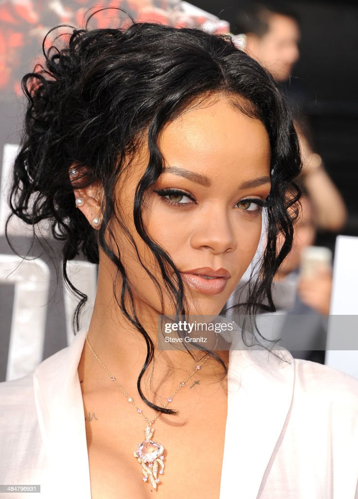 Rihanna arrives at the 2014 MTV Movie Awards at Nokia Theatre L.A. Live on April 13, 2014 in Los Angeles, California.
