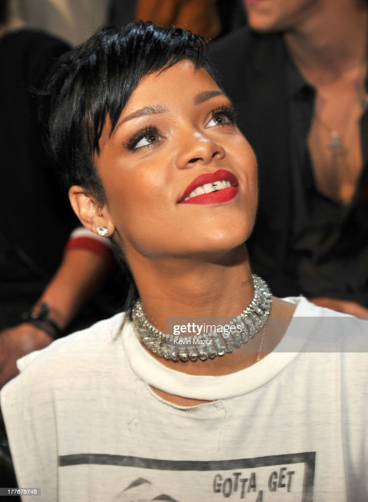 <a gi-track='captionPersonalityLinkClicked' href=/galleries/search?phrase=Rihanna&family=editorial&specificpeople=453439 ng-click='$event.stopPropagation()'>Rihanna</a> attends the 2013 MTV Video Music Awards at the Barclays Center on August 25, 2013 in the Brooklyn borough of New York City.