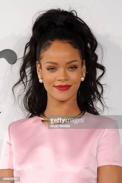Rihanna photos dildo photo 18