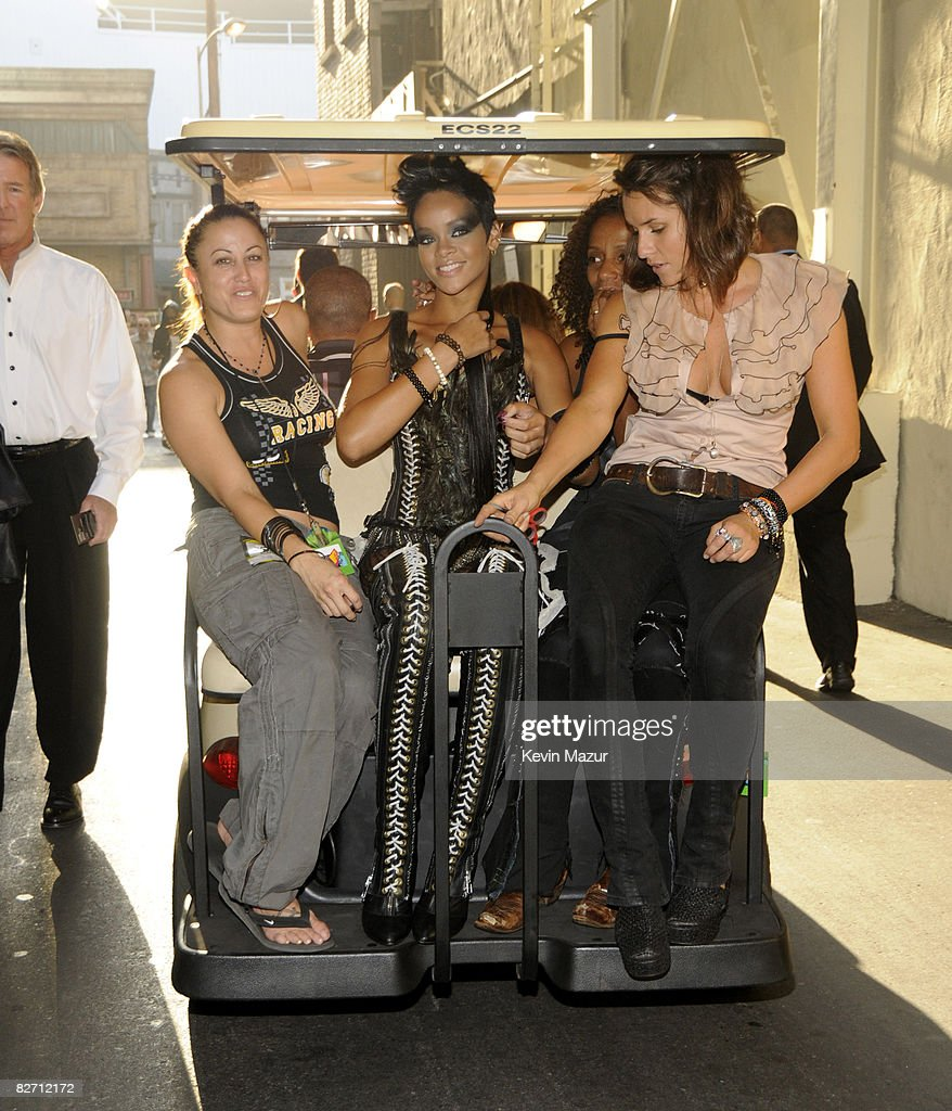 RIhanna backstage at the 2008 MTV Video Music Awards at Paramount Pictures Studios on September 7, 2008 in Los Angeles, California.