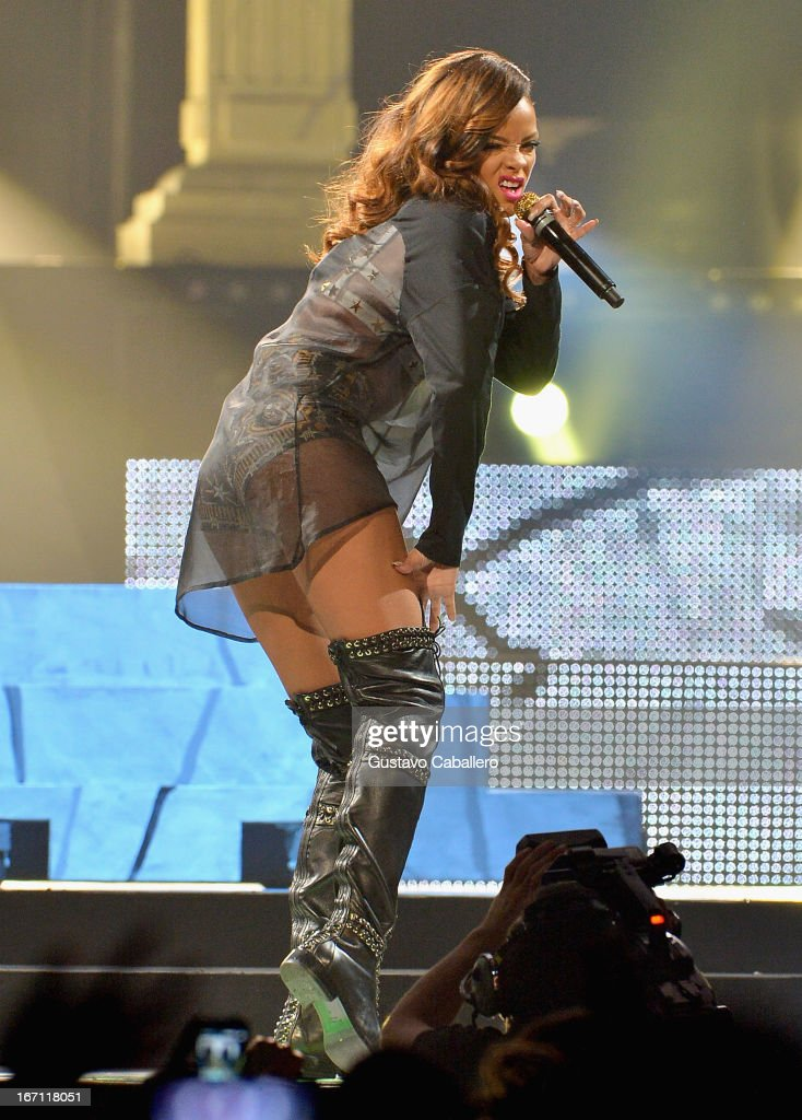<a gi-track='captionPersonalityLinkClicked' href=/galleries/search?phrase=Rihanna&family=editorial&specificpeople=453439 ng-click='$event.stopPropagation()'>Rihanna</a> performs at BB&T Center on April 20, 2013 in Sunrise, Florida.