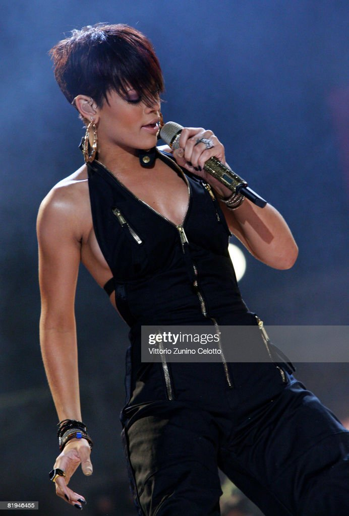 <a gi-track='captionPersonalityLinkClicked' href=/galleries/search?phrase=Rihanna&family=editorial&specificpeople=453439 ng-click='$event.stopPropagation()'>Rihanna</a> performs at MTV Mobile Bang Concert held at Milan Central Station on July 15, 2008 in Milan, Italy.