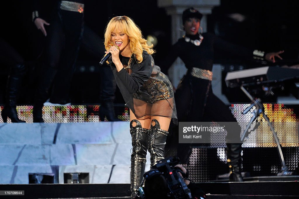 <a gi-track='captionPersonalityLinkClicked' href=/galleries/search?phrase=Rihanna&family=editorial&specificpeople=453439 ng-click='$event.stopPropagation()'>Rihanna</a> performs at Twickenham Stadium on June 16, 2013 in London, England.