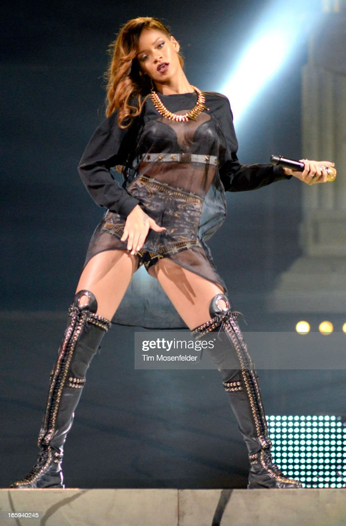 <a gi-track='captionPersonalityLinkClicked' href=/galleries/search?phrase=Rihanna&family=editorial&specificpeople=453439 ng-click='$event.stopPropagation()'>Rihanna</a> performs in support of her Unapologetic release at HP Pavilion on April 6, 2013 in San Jose, California.