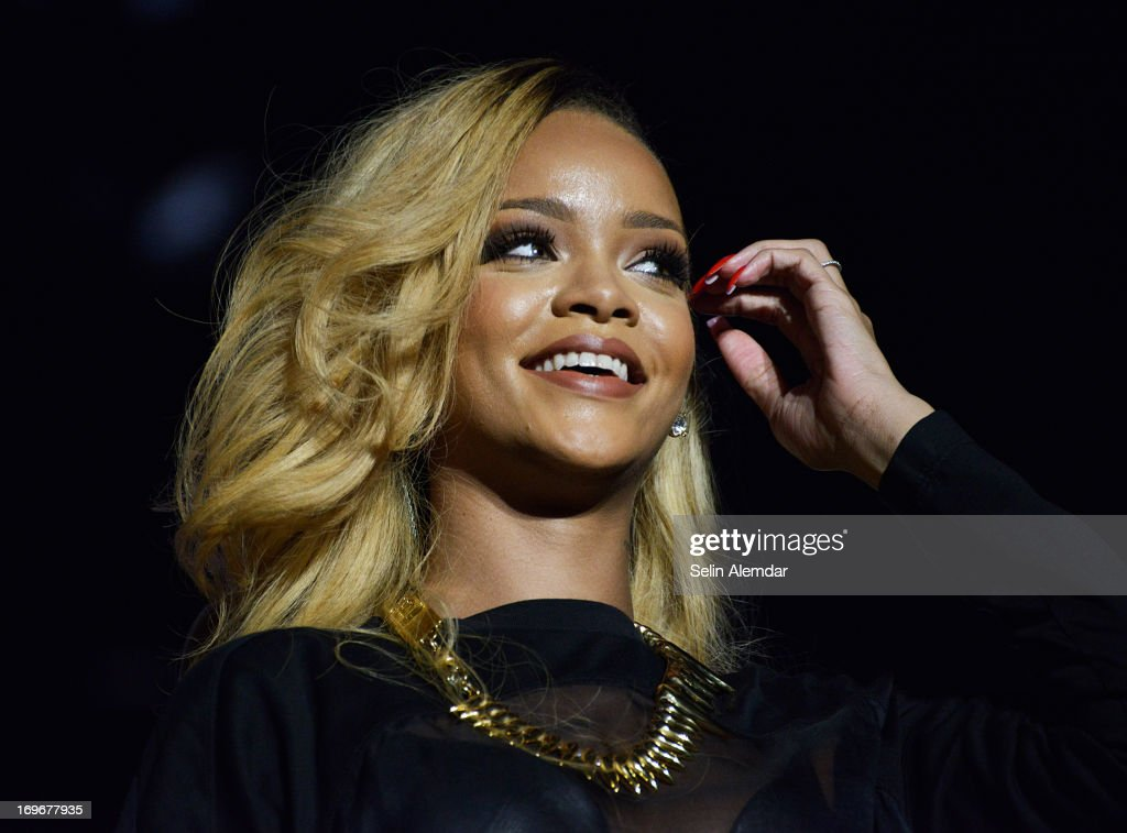 <a gi-track='captionPersonalityLinkClicked' href=/galleries/search?phrase=Rihanna&family=editorial&specificpeople=453439 ng-click='$event.stopPropagation()'>Rihanna</a> performs live on stage on May 30, 2013 in Istanbul, Turkey.