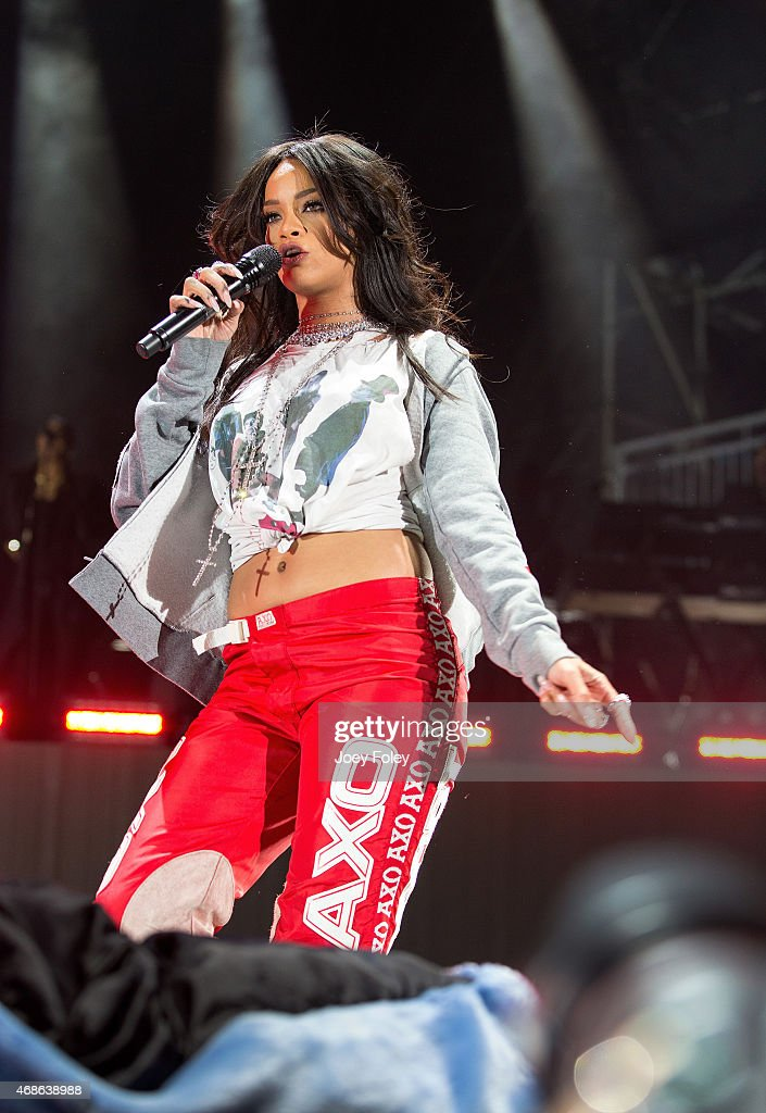 <a gi-track='captionPersonalityLinkClicked' href=/galleries/search?phrase=Rihanna&family=editorial&specificpeople=453439 ng-click='$event.stopPropagation()'>Rihanna</a> performs live onstage at Whiteriver State Park on April 4, 2015 in Indianapolis, Indiana.