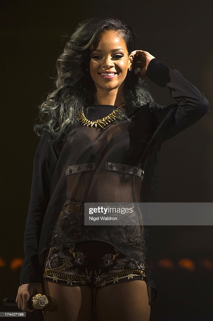 <a gi-track='captionPersonalityLinkClicked' href=/galleries/search?phrase=Rihanna&family=editorial&specificpeople=453439 ng-click='$event.stopPropagation()'>Rihanna</a> performs on stage at Telenor Arena during The Diamonds World Tour 2013 in Oslo, Norway.