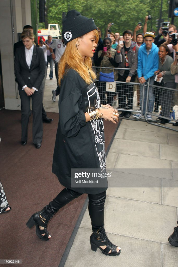 <a gi-track='captionPersonalityLinkClicked' href=/galleries/search?phrase=Rihanna&family=editorial&specificpeople=453439 ng-click='$event.stopPropagation()'>Rihanna</a> seen leaving her hotel on June 20, 2013 in London, England.