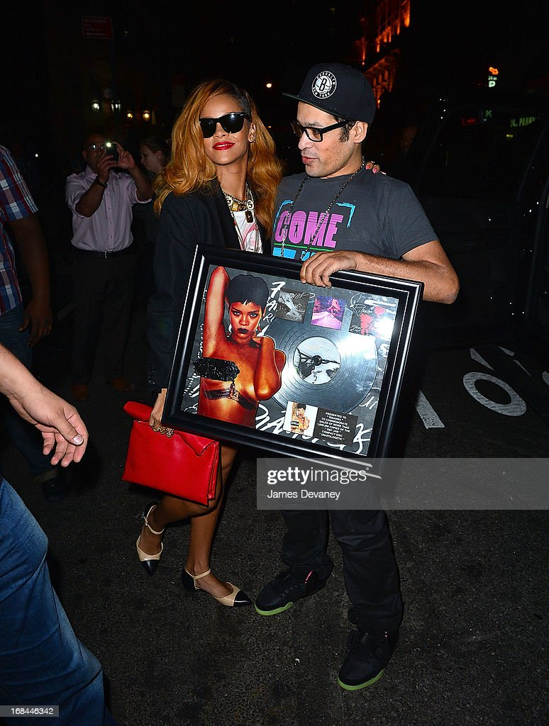 <a gi-track='captionPersonalityLinkClicked' href=/galleries/search?phrase=Rihanna&family=editorial&specificpeople=453439 ng-click='$event.stopPropagation()'>Rihanna</a> seen on the streets of Manhattan on May 9, 2013 in New York City.