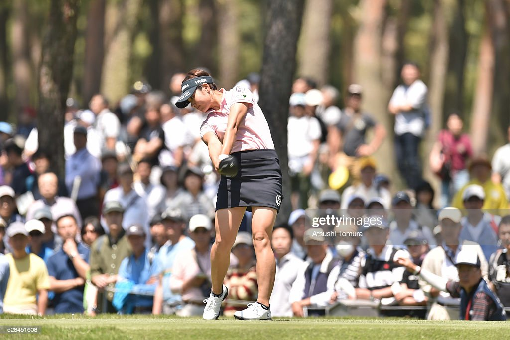 <a gi-track='captionPersonalityLinkClicked' href=/galleries/search?phrase=Rikako+Morita&family=editorial&specificpeople=3964210 ng-click='$event.stopPropagation()'>Rikako Morita</a> of Japan hits her tee shot on the 12th hole during the first round of the World Ladies Championship Salonpas Cup at the Ibaraki Golf Club on May 5, 2016 in Tsukubamirai, Japan.