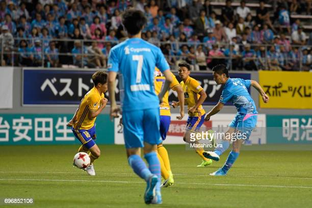 Riki Harakawa of Sagan Tosu scores the opening goal during the JLeague J1 match between Sagan Tosu and Vegalta Sendai at Best Amenity Stadium on June...