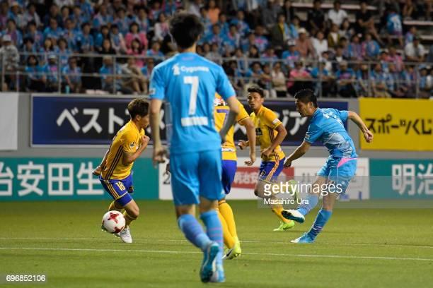 Riki Harakawa of Sagan Tosu scores the opening goal during the JLeague J1 match between Sagan Tosu and Vegalta Sendai at Best Amenity Stadium on June...