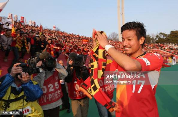 Riki Matsuda of Nagoya Grampus celebrates the win after the J League match between Nagoya Grampus and Vissel Kobe at the Mizuho Athletic Stadium on...
