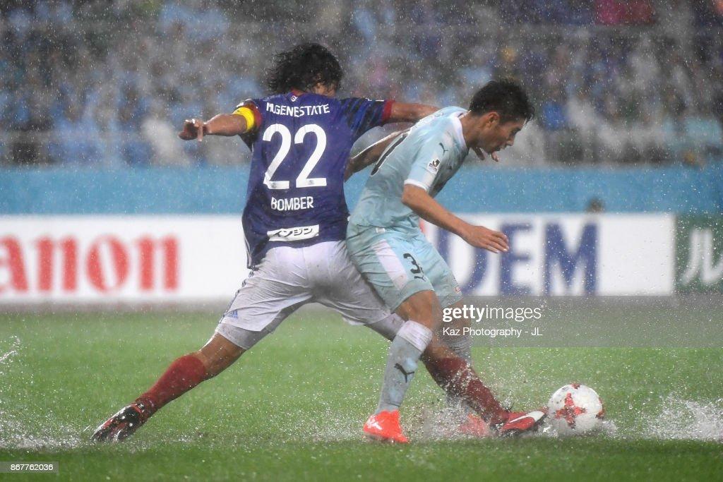 Rikiya Uehara of Jubilo Iwata and Yuji Nakazawa of Yokohama F.Marinos compete for the ball during the J.League J1 match between Jubilo Iwata and Yokohama F.Marinos at Shizuoka Stadium Ecopa on October 29, 2017 in Fukuroi, Shizuoka, Japan.