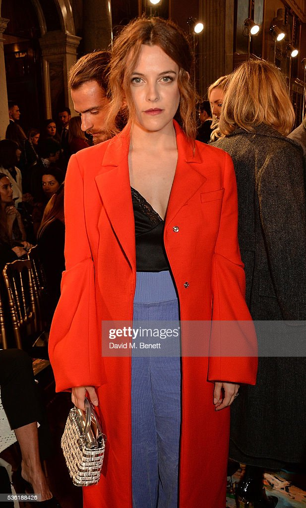 <a gi-track='captionPersonalityLinkClicked' href=/galleries/search?phrase=Riley+Keough&family=editorial&specificpeople=706267 ng-click='$event.stopPropagation()'>Riley Keough</a> attends as Christian Dior showcases its spring summer 2017 cruise collection at Blenheim Palace on May 31, 2016 in Woodstock, England.