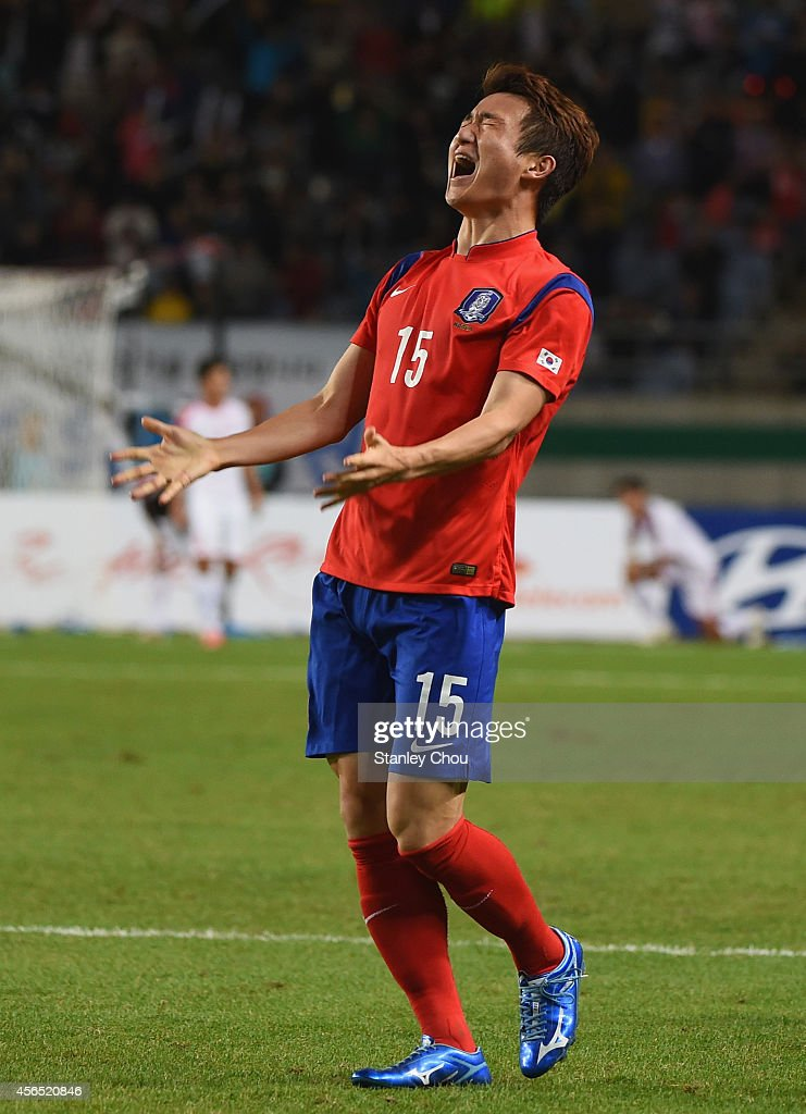 Rim Changwoo of South Korea celebrates celebrates the 1-0 win and claiming the gold medal after the Football Men's Gold Medal match between South Korea and North Korea during day thirteen of the 2014 Asian Games at Munhak Stadium on October 2, 2014 in Incheon, South Korea.
