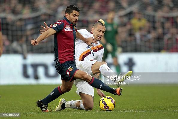 Rincon of Genoa CFC battles for the ball with Radja Nainggolan of AS Roma during the Serie A match between Genoa CFC and AS Roma at Stadio Luigi...